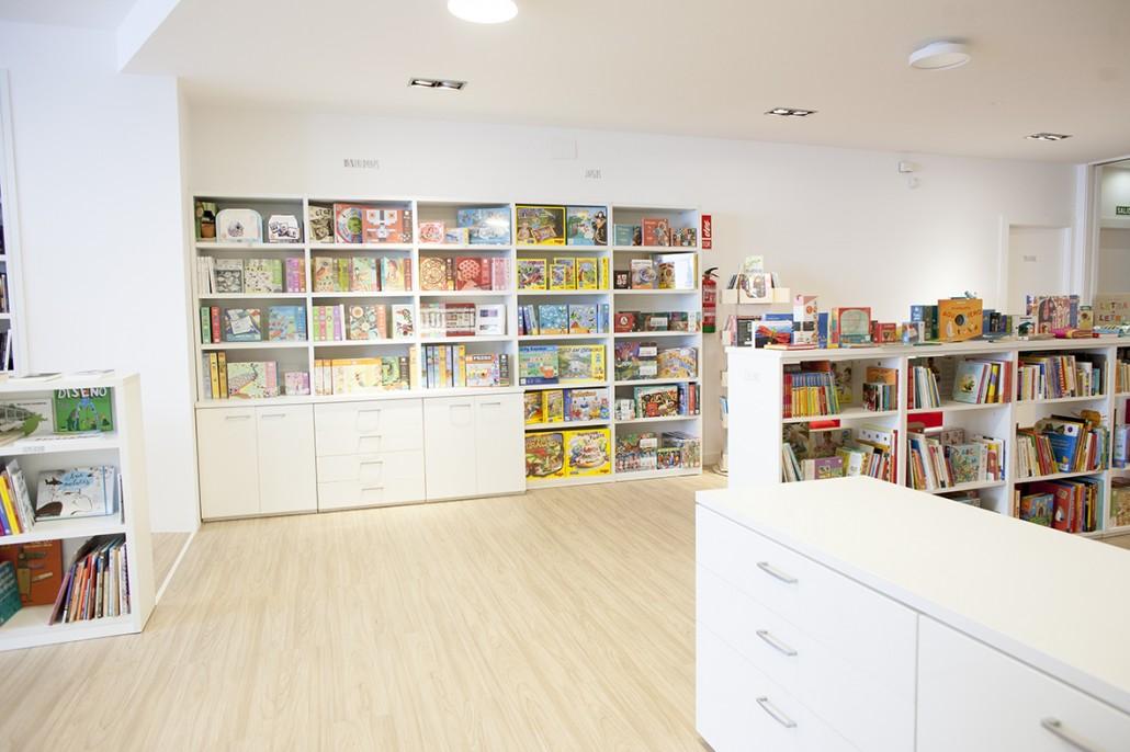 libreria_08_manualidades_y_juegos-1030x686